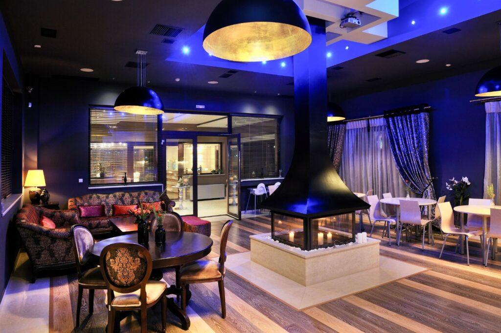 Polyastron Lounge Room